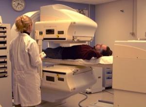 シンチカメラで放射線をとらえます
